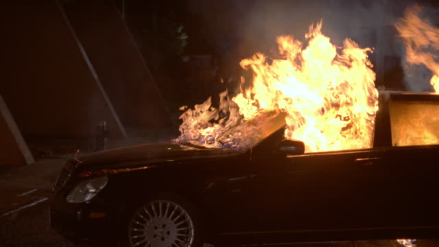 ms black car on fire - wrack stock-videos und b-roll-filmmaterial