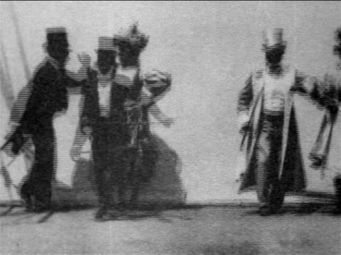 b/w 1903 black dancers in formalwear doing cakewalk / newsreel - abbigliamento formale video stock e b–roll