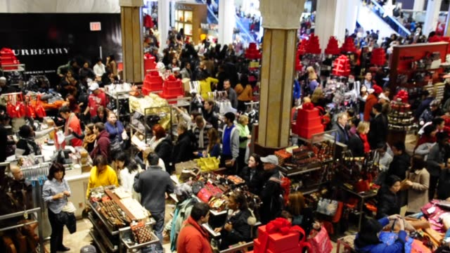 vídeos y material grabado en eventos de stock de black friday shoppers inside macy's department store at herald square 34 th street manhattan new york city black friday shoppers on november 23 2012... - herald square