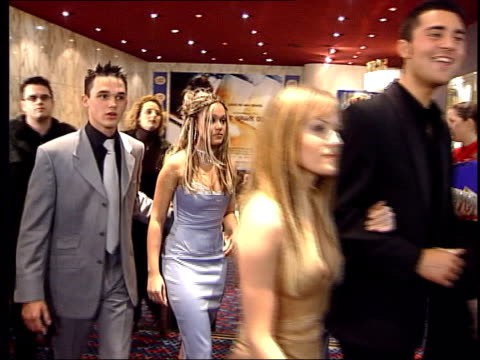 black hawk down premiere; itn england: london int contestants from itv's 'pop idol' tv show towards past as arriving at premiere of film 'black hawk... - première stock videos & royalty-free footage