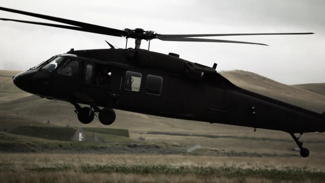 black hawk helicopter landing - helicopter landing stock videos & royalty-free footage