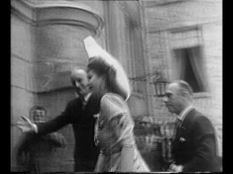vídeos de stock e filmes b-roll de black limousine pulls up valet approaches it / eva peron walks up steps of chateau de rambouillet escorted by men and shakes man's hand / peron walks... - primeira dama