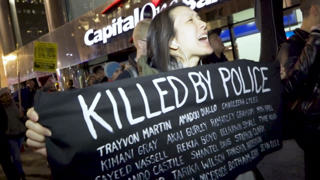 stockvideo's en b-roll-footage met black lives matter activist rallied in grand central station and marched in the streets of midtown manhattan in protest of the attorney general... - black lives matter