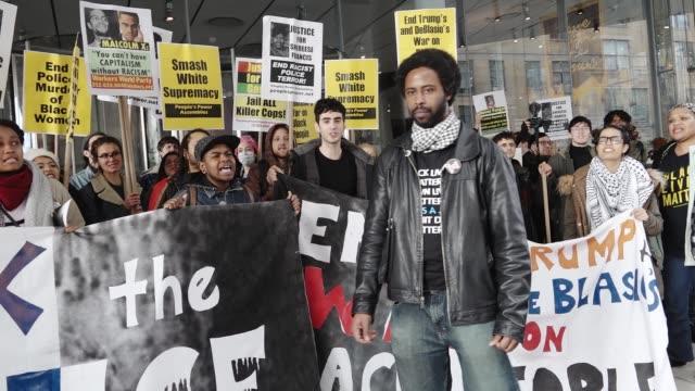 vídeos y material grabado en eventos de stock de black lives matter activists gathered in herald square – 34th street and held an anti - donald trump and an anti - new york city mayor bill de blasio... - new age