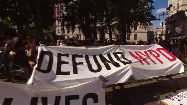 black lives matter and defend nypd banners at protest in new york - giustizia sociale video stock e b–roll