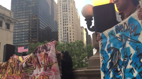 black lives matter chicago held a vigil in support of the dakota pipeline protesters at the michigan avenue bridge . wide and medium shots of the... - ミシガン橋点の映像素材/bロール