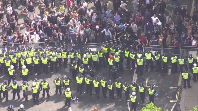 boris johnson condemns violence against police as 'racist thuggery' england london trafalgar square rival groups of protesters separated by police... - war and conflict stock-videos und b-roll-filmmaterial