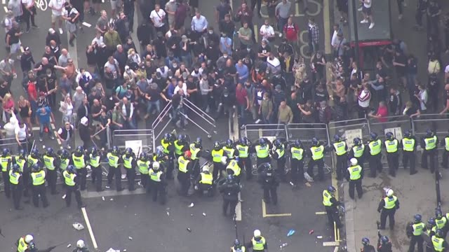 boris johnson condemns violence against police as 'racist thuggery' england london westminster counter protesters throwing railings at riot police... - war and conflict stock-videos und b-roll-filmmaterial