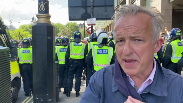 boris johnson condemns violence against police as 'racist thuggery' england london westminster parliament square ext line of riot police officers as... - war and conflict stock-videos und b-roll-filmmaterial