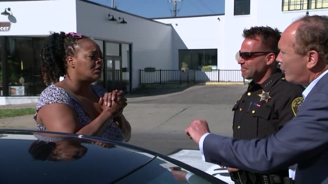 donald trump's confrontational approach rejected by members of us law enforcement flint usa sheriff chris swanson interview reporter to camera levina... - war and conflict stock-videos und b-roll-filmmaterial