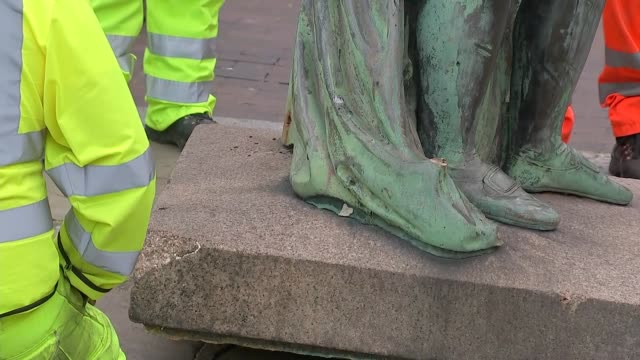 london docklands statue of slave trader robert milligan removed england london isle of dogs west india docks gvs of workmen loosening base of statue... - island stock videos & royalty-free footage