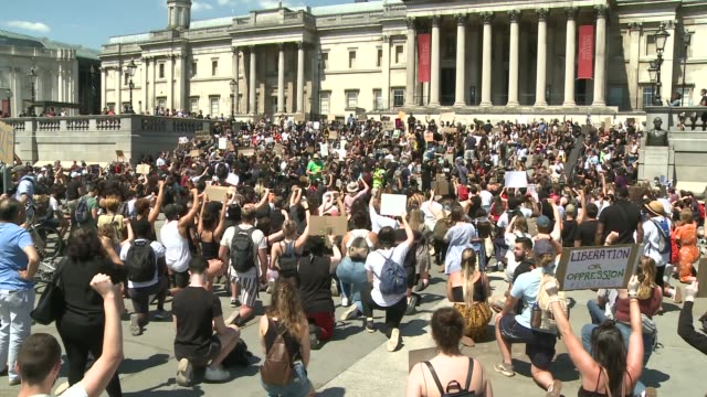 london protests and voxes england london trafalgar square ext gvs protesters wearing face masks and holding placards chanting sot signs 'black lives... - i can't breathe stock videos & royalty-free footage