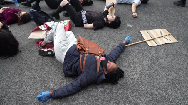 black lives matter protesters laydown outside the american embassy in london on june 7 2020 in london united kingdom the death of an africanamerican... - reclining stock videos & royalty-free footage