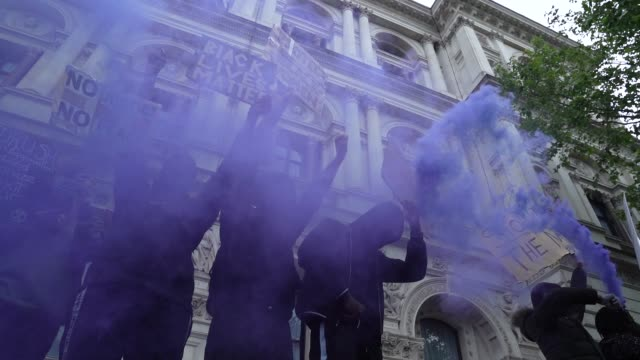 black lives matter protesters let of a flare outside downing street in london on june 7, 2020 in london, united kingdom. the death of an... - film stock videos & royalty-free footage