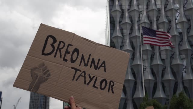 slomo black lives matter sign saying breonna taylor outside the american embassy as the usa flag flaps in the background in london on june 7 2020 in... - national flag stock videos & royalty-free footage