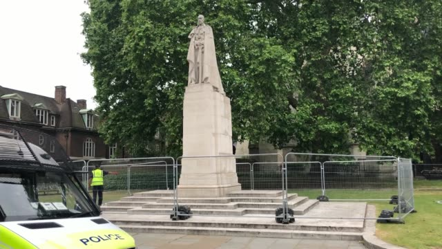 statues boarded up and events cancelled over far-right concerns; england: london: ext statue of george v outside westminster abbey with temporary... - westminster abbey stock videos & royalty-free footage