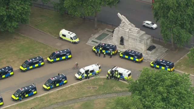 statues boarded up and events cancelled over farright concerns england london view / aerial police vans parked alongside war memorial statue in... - war and conflict stock-videos und b-roll-filmmaterial