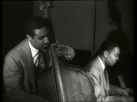 vidéos et rushes de b/w black men playing bass fiddle piano - musicien