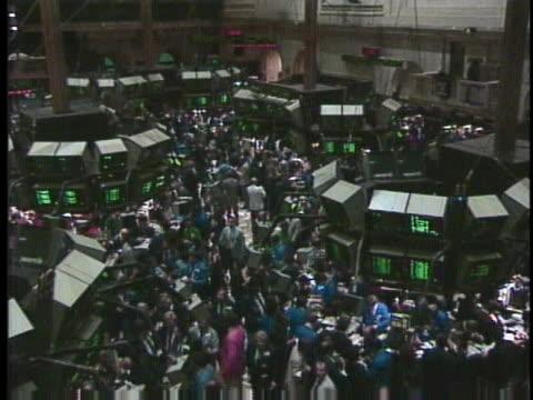 vídeos de stock e filmes b-roll de black monday marks the worst day on the new york stock exchange. - devaluation