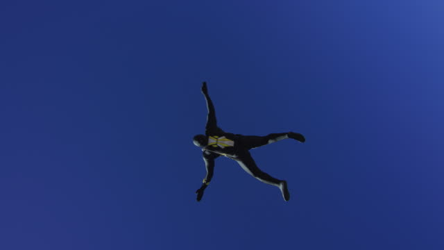 black morph suit skydiver - morphing stock-videos und b-roll-filmmaterial