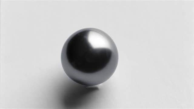stockvideo's en b-roll-footage met cu black pearl - parel juwelen