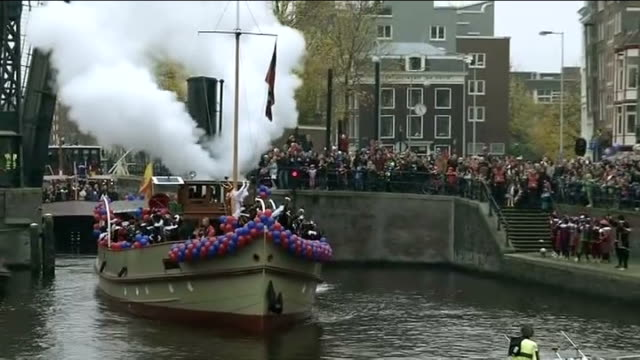 'black pete' christmas tradition condemned as racist netherlands amsterdam ext various shots of christmas parade with santa claus along on canal... - niederlande stock-videos und b-roll-filmmaterial