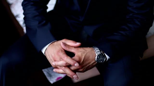 黒のスーツと高価な時計 - せっかち点の映像素材/bロール
