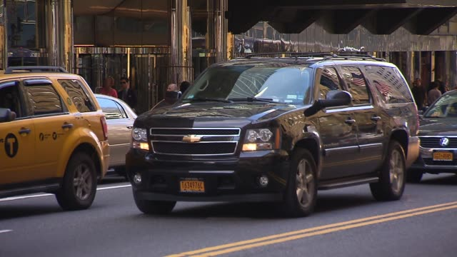 stockvideo's en b-roll-footage met black suvs on a busy city street on september 06 2013 in new york new york - sports utility vehicle
