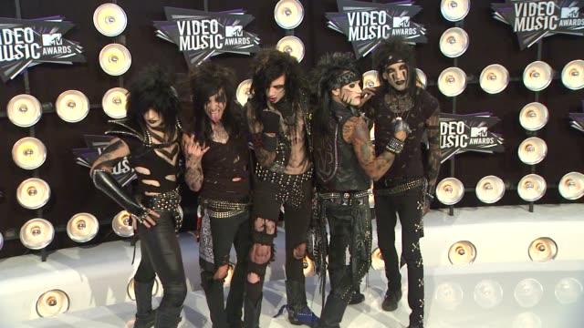 vídeos de stock, filmes e b-roll de black veil brides at the 2011 mtv video music awards at los angeles ca - véu