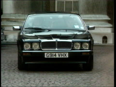 Black Wednesday Documents Row TX Norman Lamont driven away in car as press take pix PAN