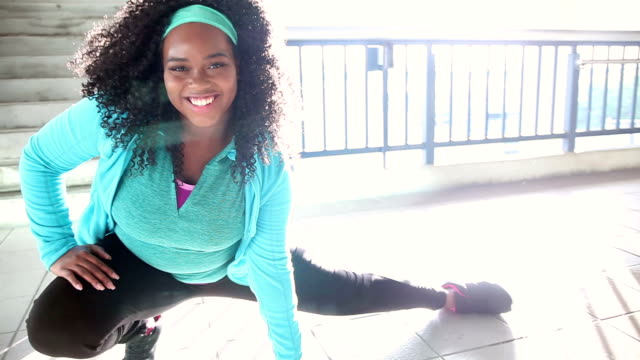 black woman exercising in city, stretching - overweight active stock videos & royalty-free footage