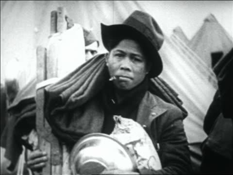vidéos et rushes de black wwi veteran smoking cigarette holding blanket cot / bonus march - la grande dépression