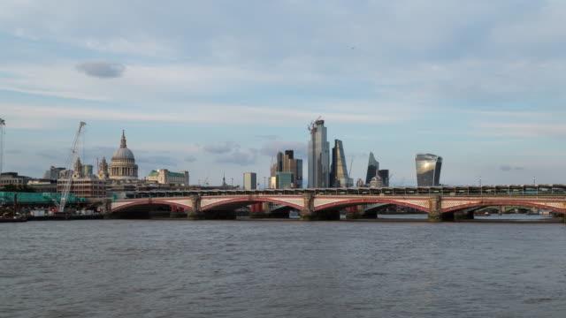 blackfries bridge and city of london 4k time lapse - bridge built structure stock videos & royalty-free footage