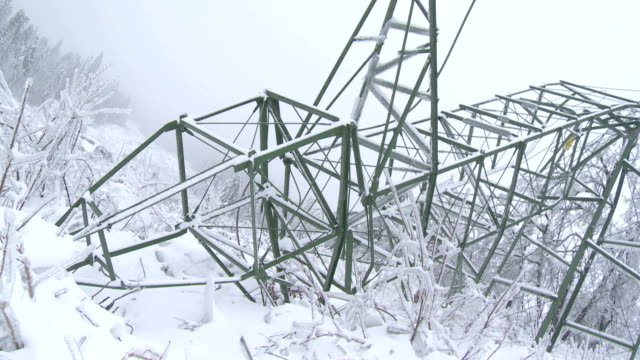 stockvideo's en b-roll-footage met blackout after an ice storm - stroomuitval