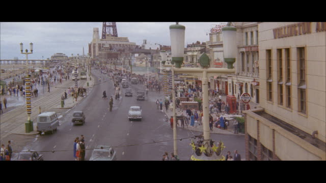 1960 - blackpool - food delivery - blackpool stock-videos und b-roll-filmmaterial
