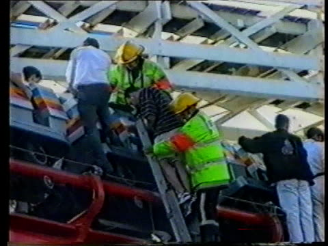 vídeos de stock, filmes e b-roll de blackpool rollercoaster accident england lancashireblackpool lams firemen at top of ladder rescue people trapped in accident on roller coaster when... - lancashire