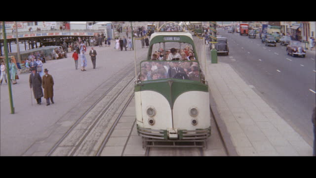 1960 - blackpool tramway - ブラックプール点の映像素材/bロール