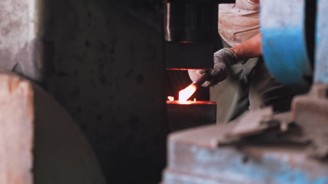 blacksmith shaping metal with hydraulic press machine - blacksmith stock videos & royalty-free footage