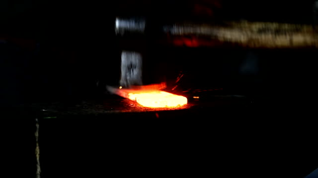 vídeos de stock e filmes b-roll de blacksmith - história
