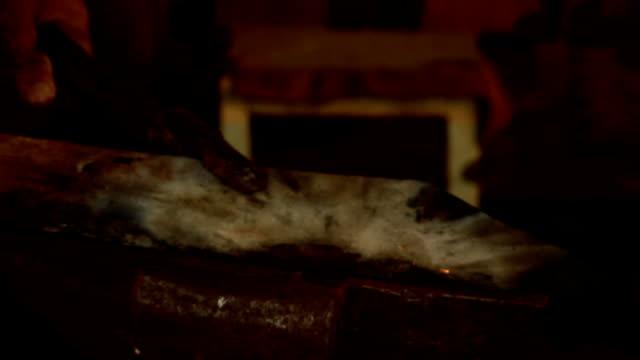 vídeos de stock, filmes e b-roll de ferreiro (hd - antiguidade