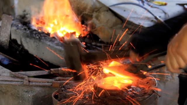 stockvideo's en b-roll-footage met blacksmith - ijzer