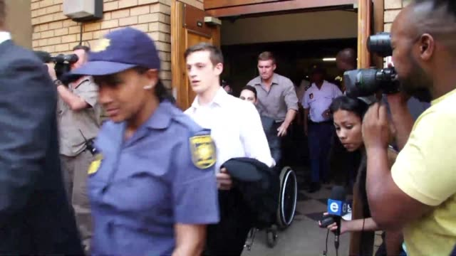 vídeos de stock, filmes e b-roll de blade runner oscar pistorius was found not guilty of murdering his girlfriend reeva steenkamp thursday a shock decision that left the south african... - veredicto