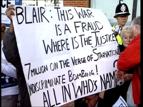 blair boosting campaign for war itn antiwar demonstrators singing outside welsh assembly building sot ms banner held one protester speaking as being... - getönt stock-videos und b-roll-filmmaterial