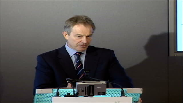 blair launches new fbistyle agency called soca england london downing street int tony blair mp seated with charles clarke mp at press conference to... - charles clarke britischer politiker stock-videos und b-roll-filmmaterial