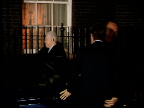 blair meets european leaders; lib itn - 4.11.2001 england: london: downing street: ext at night lionel jospin and jacques chirac from car gerhard... - lionel blair stock videos & royalty-free footage