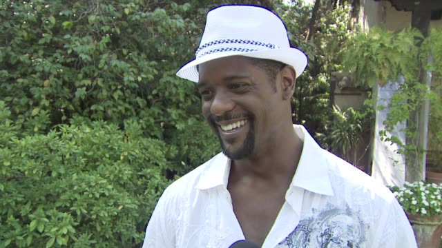 vidéos et rushes de blair underwood at the amberwatch foundation youth coalition's firstever fun fair at los angeles ca - blair underwood