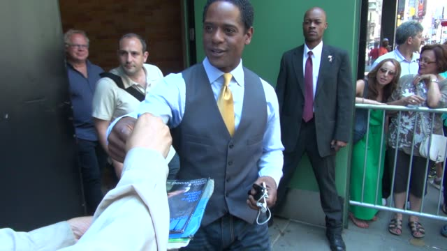 vidéos et rushes de blair underwood at the 'good afternoon america' studio in new york ny on 07/12/12 - blair underwood