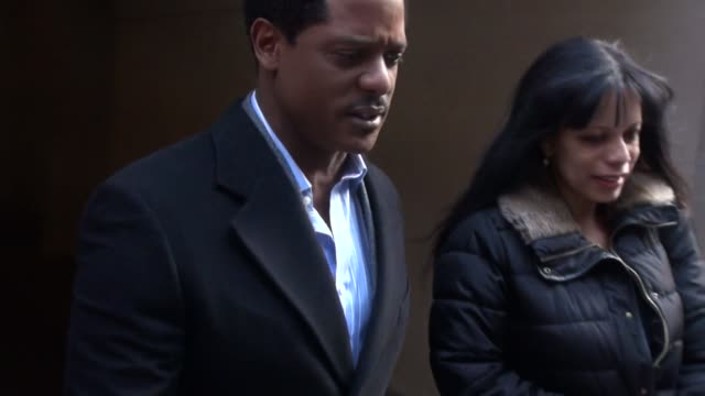 vidéos et rushes de blair underwood exits the today show in rockefeller center poses with fans before getting into his car in celebrity sightings in new york - blair underwood