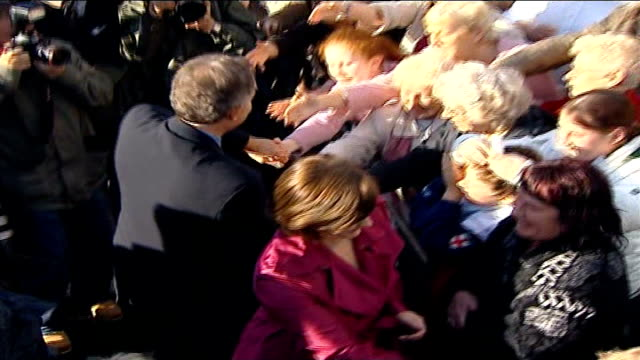 blair visits trimdon supporters as stands down as mp england county durham sedgefield ext tony blair mp out of car on arrival in constituency to say... - politische gruppe stock-videos und b-roll-filmmaterial