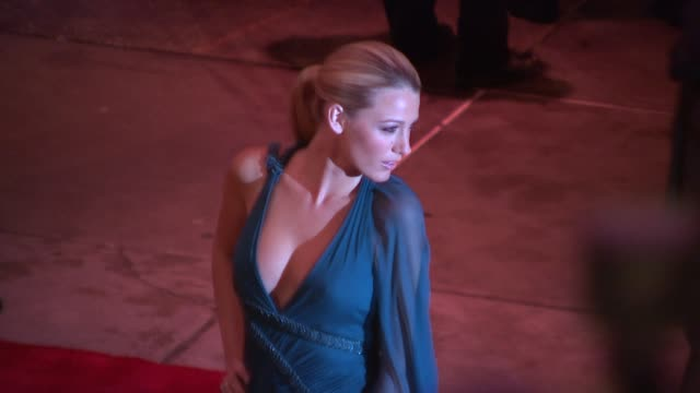blake lively at the 'the model as muse embodying fashion' costume institute gala at the metropolitan museum of art arrivals at new york ny - 2009 bildbanksvideor och videomaterial från bakom kulisserna